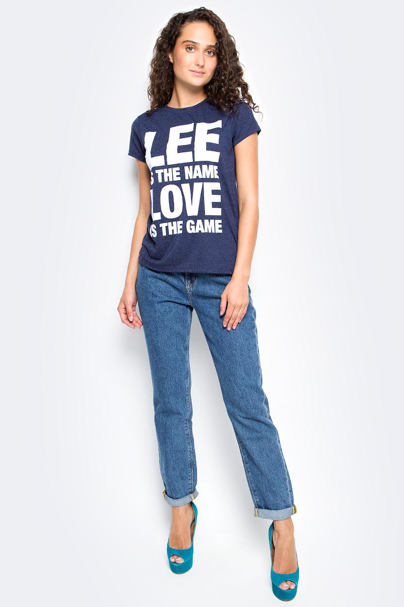 Джинсы женские Lee, цвет: синий. L32I44ZR. Размер 25-33 (40/42-33)L32I44ZRЖенские джинсы Lee выполнены из натурального хлопка. Прямые джинсы классической посадки застегиваются на пуговицу в поясе и ширинку на застежке-молнии, имеются шлевки для ремня. Джинсы имеют классический пятикарманный крой: спереди модель дополнена двумя втачными карманами и одним маленьким накладным кармашком, а сзади - двумя накладными карманами.
