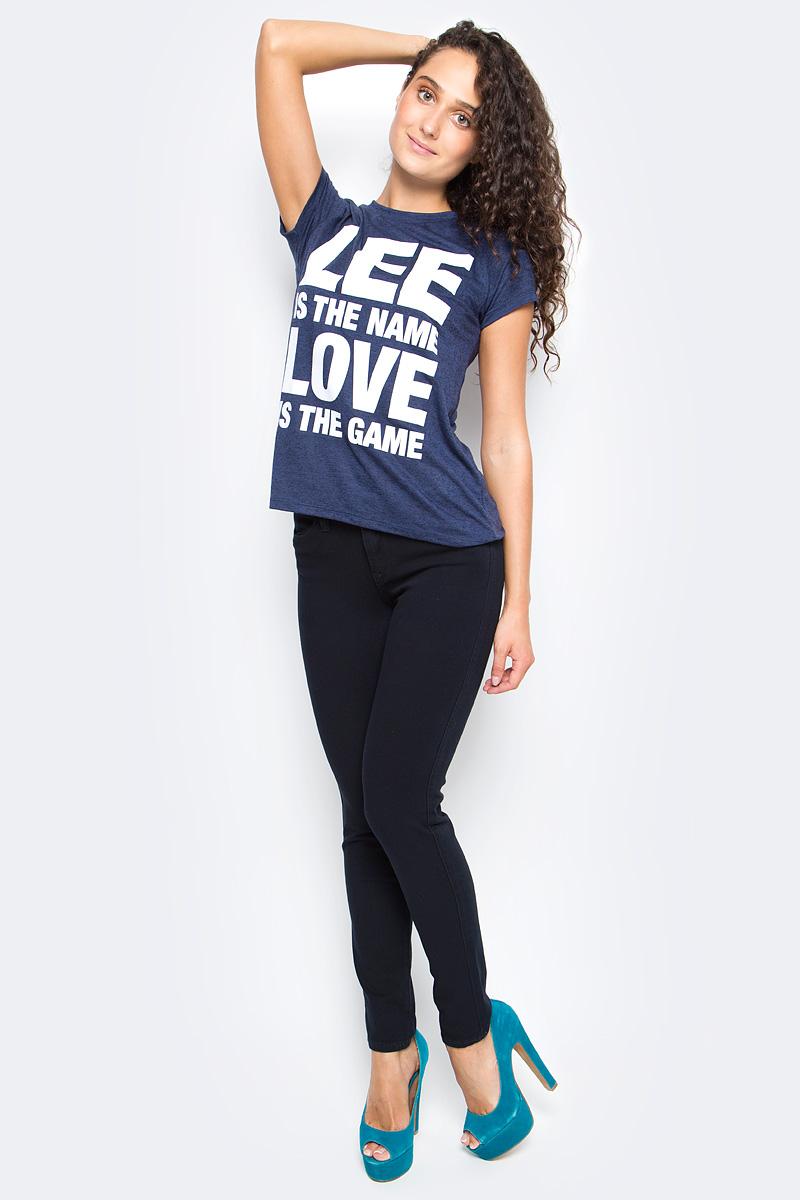 Джинсы женские Lee, цвет: черный. L526KCLY. Размер 26-33 (42-33)L526KCLYЖенские джинсы Lee выполнены из высококачественного материала. Зауженные к низу джинсы классической посадки застегиваются на пуговицу в поясе и ширинку на застежке-молнии, имеются шлевки для ремня. Джинсы имеют классический пятикарманный крой: спереди модель дополнена двумя втачными карманами и одним маленьким накладным кармашком, а сзади - двумя накладными карманами.