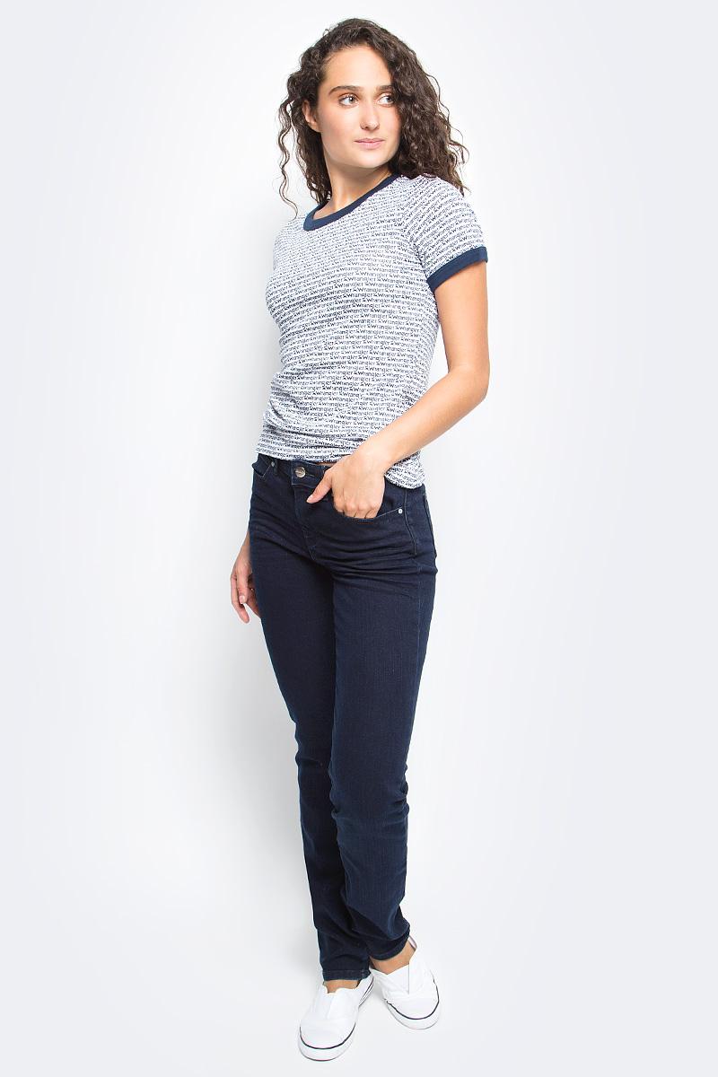 Джинсы женские Wrangler Straight, цвет: темно-синий. W28TQC51L. Размер 31-32 (46/48-32)W28TQC51LЖенские джинсы Wrangler Straight выполнены из высококачественного эластичного хлопка с добавлением полиэстера. Прямые джинсы стандартной посадки застегиваются на пуговицу в поясе и ширинку на застежке-молнии, дополнены шлевками для ремня. Джинсы имеют классический пятикарманный крой: спереди модель дополнена двумя втачными карманами и одним маленьким накладным кармашком, а сзади - двумя накладными карманами.