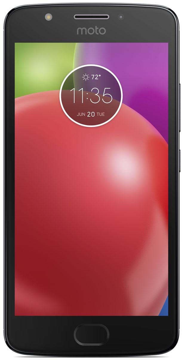 Motorola Moto E4, Grey (XT1762)PA750047RUMotorola Moto E4 - обновлённая модель, которая наверняка понравится любителям мобильных игр и качественного видео. Он получил IPS-экран с большой контрастностью, широкими углами обзора и насыщенной цветовой гаммой, а также мощный четырёхъядерный процессор. Батарея высокой ёмкости с поддержкой ускоренной зарядки позволяет активно использовать его на протяжении всего дня.В четвёртом поколении Motorola Moto E применяется высокоскоростной сканер отпечатка пальца, способный получать необходимые данные за считанные доли секунды. Он ограничивает доступ к персональным данным пользователя, ускоряет вход в защищённые зоны и позволяет совершать быстрые безопасные платежи. Кроме того, корпус смартфона покрыт нанотехническим материалом, делающим электронику устойчивой к воздействию влаги.Устройство обладает двумя камерами с разрешением 8 и 5 Мпикс. Обе снабжены яркими LED-вспышками и светосильными объективами, которые делают фотографии чёткими и контрастными независимо от уровня освещённости. Они могут вести съёмку в режиме HDR, улучшающем цветовую насыщенность кадра, и автоматически повышать качество портретов.Смартфон совместим с высокоскоростными мобильными сетями 3G и 4G. Он снабжён антенной GPS, предоставляющей доступ к навигационным сервисам, и адаптером Bluetooth со сниженным энергопотреблением, отлично подходящим для работы со спортивными гаджетами.Смартфон сертифицирован EAC и имеет русифицированный интерфейс меню и Руководство пользователя.
