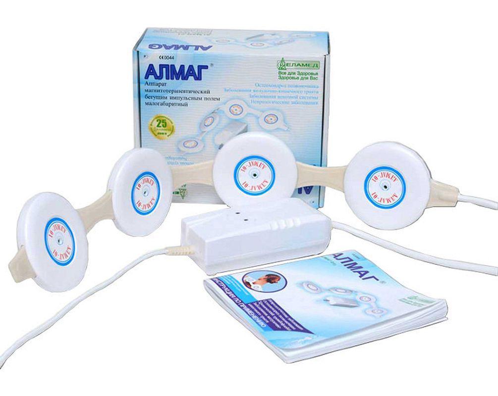 Еламед Аппарат магнитотерапии АЛМАГ-011789Прибор АЛМАГ 01 хорошо зарекомеПодробное описаниеЕламед АЛМАГ-02 – это мощный физиотерапевтический аппарат, предназначенный для лечения широкого спектра заболеваний. Он воздействует на организм человека импульсным бегущим магнитным полем низкой частоты и подходит для использования как врачами в клиниках, так и самим пациентом в домашних условиях.Преимущества Еламед АЛМАГ-02:Один инструмент от множества болезней - значительная экономия времени и бюджета!Прибор АЛМАГ 01 хорошо зарекомендовал себя при лечении в домашних условиях хронических заболеваний в тяжелой форме, лечение которых другими методами требует пребывания в стационаре. АЛМАГ-01 также эффективно применяется при некоторых острых заболеваниях. Достигнутые эффекты поддерживаются короткими профилактическими курсами 2 – 3 раза в год. Аппарат магнитотерапии АЛМАГ 01. Области применения.Медицинский прибор АЛМАГ оказывает выраженное противовоспалительное действие, снижает интенсивность проявления признаков воспаления (боль, отечность тканей, покраснение), восстанавливает функции нервной системы (нормализует сон, устраняет последствия стресса) и общую работоспособность. Применение АЛМАГа улучшает нервную проводимость защемленных между позвонками нервных окончаний, что благотворно влияет на восстановление функций органов, к которым подходят эти нервные окончания. Усиливается кровоток и, соответственно, обмен веществ в прилегающих тканях. Это приводит к ускорению регенеративных процессов в зоне действия аппарата, способствует постепенному восстановлению тканей межпозвоночных дисков, нормализации их функций. Прибор Алмаг 01. Принцип работы и устройство аппарата. Особенности действия на организмВ аппарате АЛМАГ 01 используется технология БИМП (Бегущее Импульсное Магнитное Поле), которая не имеет аналогов в классе таких устройств и 4 магнитных излучателя (у МАГ-30 – 1 излучатель и переменное магнитное поле). В аппарате АЛМАГ-01 управляющие импульсы поочередно включают магнитные