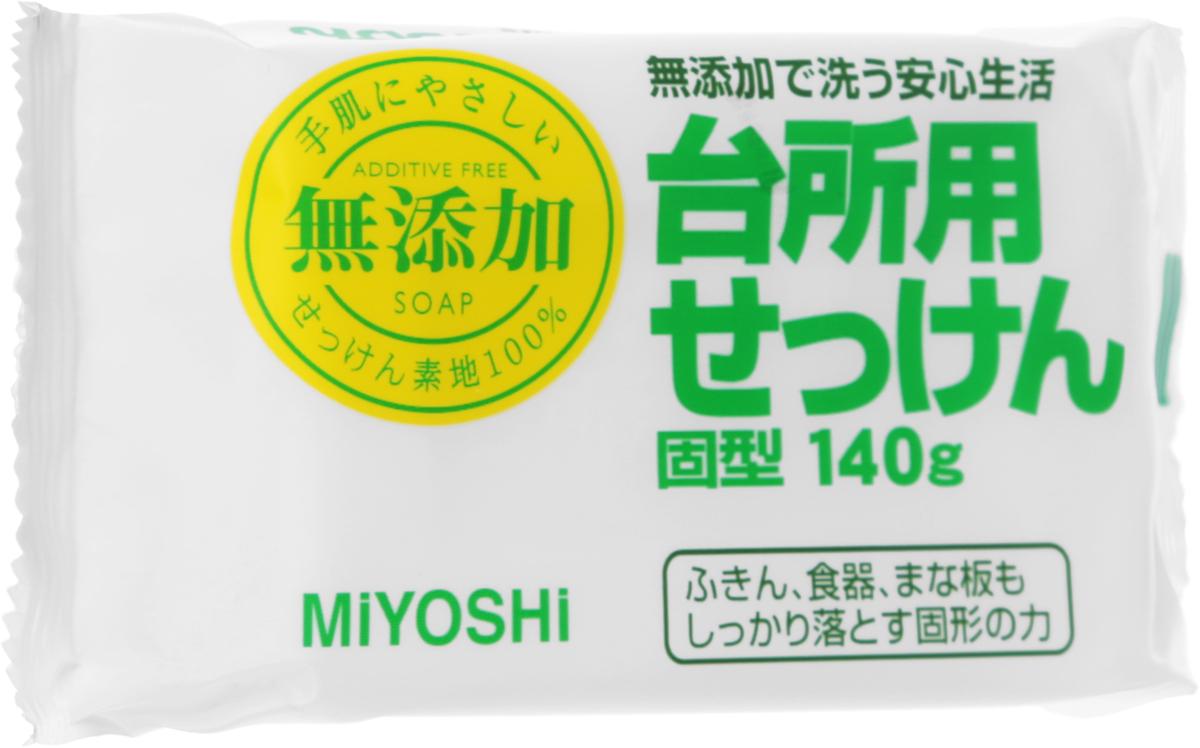 Мыло для стирки и применения на кухне Miyoshi, на основе натуральных компонентов. 002017002017Твердое мыло для применения на кухне обладает высокой отстирывающей способностью, прекрасно подходит для мытья посуды, разделочных досок, а также стирки посудных полотенец, салфеток. Безопасно в использовании благодаря натуральным пищевым жирам в составе мыльной основы; не оставляет на посуде и другой кухонной утвари посторонних запахов за счет отсутствия добавок. Не раздражает кожу рук. Меры предосторожности: не использовать при появлении покраснений, зуда, раздражения кожи. В случае возникновения аллергических реакций, прекратите использование средства и проконсультируйтесь с дерматологом. Состав: мыльная основа (натриевая соль с содержанием жирных кислот 98%).