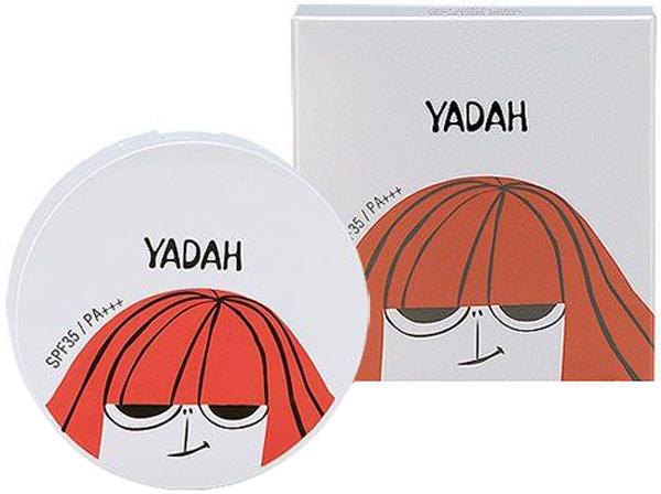 Yadah Пудра компактная, № 19,светлый беж, 9,7 г6020000956Пудра с легкой текстурой и матовым покрытием, позволяет создать безупречный макияж. Маскирует поры и морщинки, выравнивает не только тон, но и поверхность кожи. Тщательно подобранные компоненты и мельчайший воздушный порошок создают Blur-эффект – естественное размытие, благодаря чему кожа выглядит еще более гладкой и безупречной. Пудра подходит для любого типа кожи, в том числе и для очень чувствительной. Матирует и предупреждает появление жирного блеска, увлажняет кожу, а также оказывает антивозрастное действие. Благодаря солнцезащитному фильтру SPF35 PA++ оберегает кожу от ожогов, появления пигментации, фотостарения. Основной компонент в составе пудры – экстракт опунции. Кактус, который растет под палящим солнцем и праетически не получающий влаги от осадков, приспособился сохранять влагу и защищаться от солнца. Поэтому и экстракт опунции в составе косметики помогает коже противостоять негативным факторам внешней среды, оберегает ее от обезвоживания и разрушения ультрафиолетом, а значит, помогает продлить ее молодость и красоту. Экстракт оказывает увлажняющее действие, улучшает кровоснабжение и укрепляет стенки капилляров. Прекрасно ухаживает за зрелой и увядающей кожей лица. Система 6 FREE. В составе пудры НЕТ парабенов, искусственных красителей, искусственных ароматизаторов, минеральных масел, бензофенона, компонентов животного происхождения.Пудра представлена 2 оттенками:19 Light Beige – светлый бежевый21 Natural Beige – натуральный бежевый