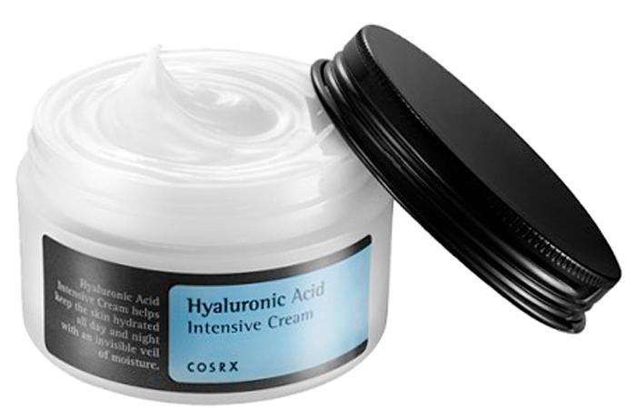 CosRX Интенсивный крем с гиалуроновой кислотой, 100 мл65500409Мгновенное и глубокое увлажнение кожи, устранение сухости и шелушений, разглаживание и смягчение обеспечивает крем от CosRx. После нанесения на кожу крем делает ее необычайно гладкой и бархатистой. Крем подходит для всех типов кожи, особенно рекомендуется для сухой, раздраженной и чувствительной. Возрастная группа: 25+. В составе крема 3000ppm гиалуроновой кислоты, которая служит надежной защитой кожи от обезвоживания, так как создает на ее поверхности тончайшую пленку, запирающую влагу внутри. Также гиалуроновая кислота оказывает противовспалительное действие, успокаивает кожу, снимает покраснения, ускоряет заживление микроповреждений и раздражений. Особенность данного крема состоит в том, что вместо воды используется экстракт облепихи. Эта чудесная ягода известна с глубокой древности: она использовалась в китайской, тибетской и монгольской медицине много веков назад. Упоминания об облепихи встречаются и у Теофраста, а также других древнегреческих ученых. Польза облепихи в составе косметики обусловлена высоким содержанием витаминов, микроэлементов и органических кислот, так необходимых нашей коже. Ягодки способствуют заживлению и эпителизации тканей, ускоряют восстановление повреждений кожи. Благодаря высокому содержанию антиоксидантов экстракт облепихи предупреждает преждевременное старение кожи. Синергетическое воздействие гиалуроновой кислоты и экстракта облепихи обеспечивает мощный увлажняющий эффект, запечатывает влагу в коже, благодаря чему кожа в течение долгого времени остается увлажненной, гладкой и упругой. Также в составе крема масла подсолнечника и макадамии (интенсивное питание и смягчение кожи), бетаин (увлажнение), пантенол и аллантоин (снятие воспалений и устранение покраснений).