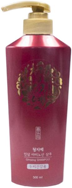 Cheng Jie Шампунь с экстрактом женьшеня, 500 мл8809054703019Данный высококлассный шампунь укрепляет, оздоравливает и освежает все типы волос. Средство профессионально ухаживает, наполняет ценными элементами. Оно дарит шелковистость, податливость. Шампунь укрепляет локоны, делает их эластичными, избавляет от ломкости и сечения. Непревзойденные растительные составляющие обеспечивают профессиональный уход. Главное действующее вещество – экстракт женьшеня. Он прекрасно увлажняет, убирая сухость, шелушение, перхоть. Женьшень питает ценными элементами корни, укрепляя их и всю длину локонов, предотвращая выпадение, активизируя рост. Он тонизирует, улучшая кровообращение и обменные процессы. Это растение является сильным антиоксидантом, поэтому выступает щитом от отрицательных внешних воздействий. Женьшень ускоряет регенеративные процессы, избавляет от расслоения волосы. Ментол в составе шампуня помогает бороться с чрезмерной сальностью. Он освежает локоны, эпителий и корни. Этот компонент снимает раздражения, успокаивает зуд, убирает перхоть, шелушение. Он наполняет корни важными элементами, маслами, питает, даря блеск и сияние, делая локоны податливыми и мягкими. Ментол тонизирует эпителий на голове, улучшая кровообращение и обменные процессы. Он активизирует рост волос, предотвращая выпадение, делая их более густыми. Также в состав шампуня вошел экстракт мыльного дерева, который выступает естественным вспенивателем и помогает быстро и качественно избавиться от загрязнений, пыли, перхоти. Это растение успокаивает эпителий головы, увлажняет его, наполняет ценными элементами. Охлаждающий эффект также помогает избавиться от раздражений. Мыльное дерево смягчает локоны, делает их податливыми и шелковистыми. Экстракт солодки является сильным антиоксидантом и эффективно останавливает окислительные процессы и старение. Он активирует регенерацию, препятствует выпадению локонов, помогает им быстрее расти. Волосы становятся очень крепкими, сильными и эластичными. Алоэ также вошло в 