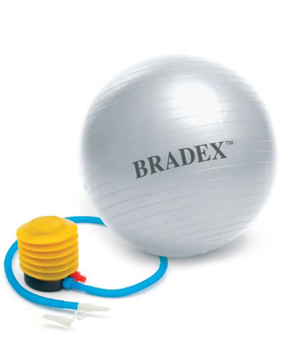 Мяч для фитнеса Bradex Фитбол-55SF 0241Фитбол, выдерживающий нагрузку до 150 кг, тренирует пресс, бедра и ягодицы, развивает силу, гибкость, координацию и корректирует осанку. Даже если вы просто сидите на нем, то все равно происходит напряжение разных групп мускул, и единственным условием является сохранение совершенно ровной спины во время выполнения упражнения. Фитбол идеален для занятий аэробикой и во время прохождения реабилитационных комплексов упражнений; он может использоваться даже беременными женщинами, не отказавшимися от физических нагрузок. Материал, из которого выполнен мяч, создан по специальной технологии с добавлением силикона, что обеспечивает защиту от внезапного взрыва и падения.Комплектация: мяч для фитнеса, насос-лягушка, инструкция по применению.Материал мяча: ПВХ.Материал насоса: полиэтилен, пластик.Диаметр: 55 см.