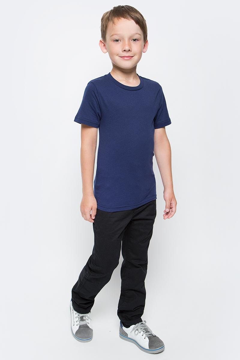 Футболка для мальчика LeadGen, цвет: темно-синий. B913018903-172. Размер 164B913018903-172Футболка для мальчика LeadGen выполнена из натурального хлопкового трикотажа. Модель с короткими рукавами и круглым вырезом горловины спереди оформлена принтом.