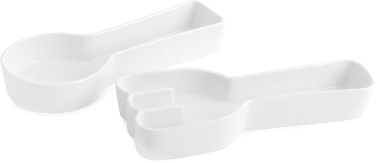 Набор для снеков и закусок Balvi Food!, цвет: белый, 2 шт27320В необычный набор для закусок Balvi входят две керамические емкости с углублениями, которые выполнены в виде ложки и вилки. Любаязакускабудет смотреться внутри емкостей оригинально и аппетитно. Емкости легко моются и плюс ко всему, можно не бояться царапин и микротрещинна поверхности емкостей, ведь специальное покрытие полностью защищает от подобного рода дефектов. - Стильный дизайн в виде ложки и вилки с углублением. - Набор изготовлен из качественной керамики. - Специальное покрытие против царапин, микротрещин и прочих дефектов.