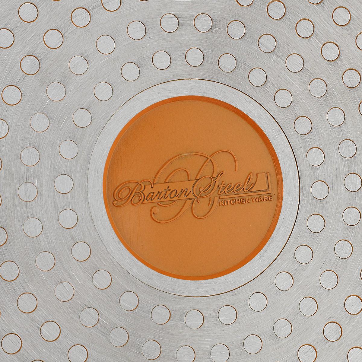 """Сковорода """"BartonSteel"""" изготовлена из прочного алюминия с  внутренним мраморным керамическим покрытием, которое  обладает высокой прочностью. Кроме того, с таким  покрытием пища не пригорает и не прилипает к стенкам.  Готовить можно с минимальным количеством масла.  Сковорода быстро разогревается, распределяя тепло по всей  поверхности, что позволяет готовить в энергосберегающем  режиме, значительно сокращая время, проведенное у плиты.   Сковорода оснащена удобной бакелитовой ручкой, она не  нагревается в процессе готовки и обеспечивает надежный  хват. Крышка изготовлена из жаропрочного стекла, оснащена  ручкой, отверстием для выхода пара и металлическим  ободом. Благодаря такой крышке можно следить за  приготовлением пищи без потери тепла.   Можно мыть в посудомоечной машине. Подходит для  использования на газовых, электрических, галогеновых,  индукционных плитах.  Диаметр сковороды (по верхнему краю): 24 см.  Длина ручки: 17,5 см.  Диаметр индукционного диска: 18,5 см."""