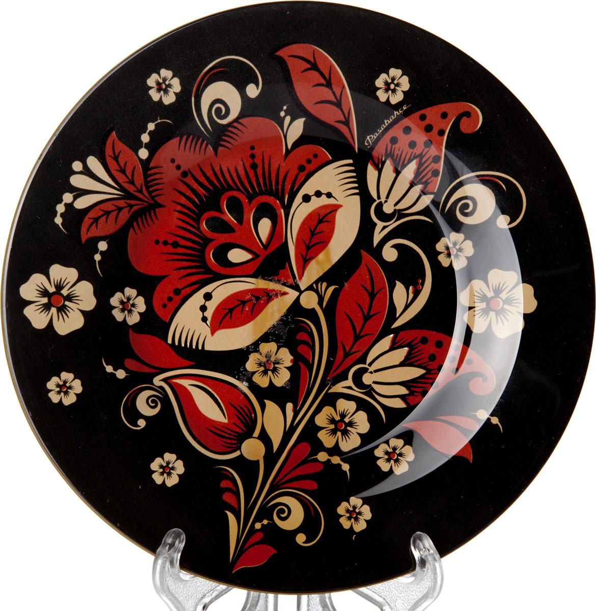 Тарелка Pasabahce Хохлома, диаметр 19,5 см10327SLBD34Тарелка Pasabahce Хохлома выполнена из качественного стекла и украшена рисунком хохлома. Тарелка прекрасно подойдет в качестве сервировочного блюда для фруктов, десертов, закусок, торта и другого. Изящная тарелка прекрасно оформит праздничный стол и порадует вас и ваших гостей изысканным дизайном и формой.Диаметр тарелки: 19,5 см.