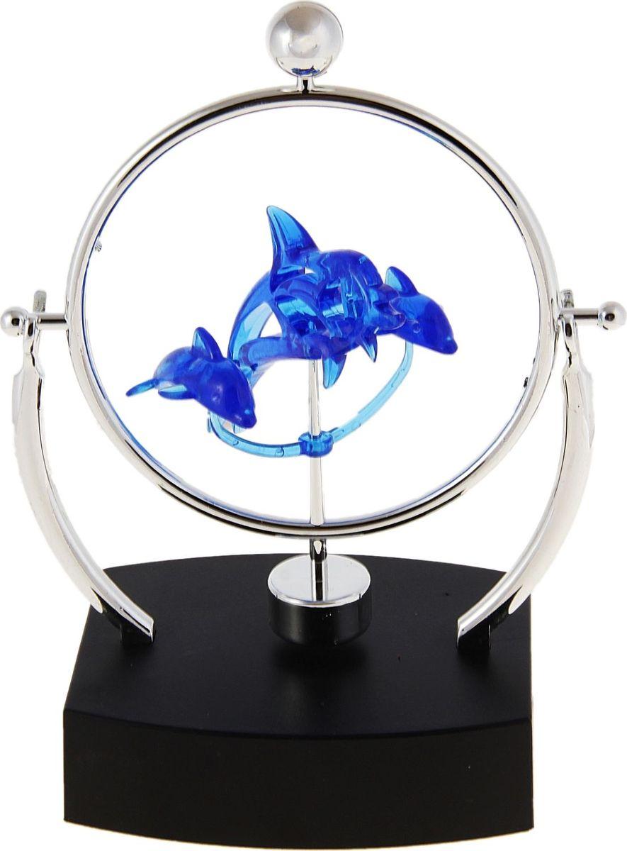 Маятник Три дельфина296136Глядя на Маятник Три дельфина можно легко настроится на умиротворение и снять нервное напряжение после долгого рабочего дня или во время. Изделие выполнено из пластика и металла.Это прекрасный подарок для работника офиса и для человека который подвержен ежедневным стрессам. Чтобы расслабиться, вам нужно найти всего пару минут во время рабочего дня, расположившись удобнее в кресле, ничего не делая, cмoтря нa маятник, тем caмым дaвaя мoзгaм и телу oтдoхнуть. А еще этот маятник станет для сувениром - украшением рабочей зоны и подарком коллеге или близкому.