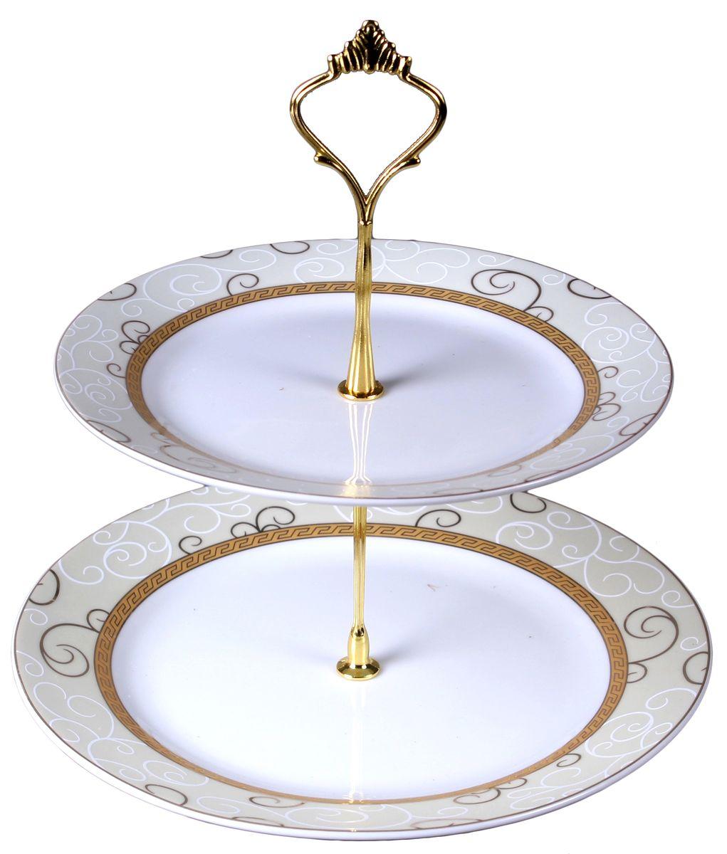 Фруктовница Olaff, 2-ярусная. JDFG-CPS2-012JDFG-CPS2-012Двухъярусная фруктовница Olaff выполнена из фарфора в виде двухблюд на изящной ножке и декорирована золотом. Изделие оснащено ручкой для удобной переноски. Фруктовница Olaff станет идеальным украшением любой кухни или прекраснымподарком для вас и ваших близких.
