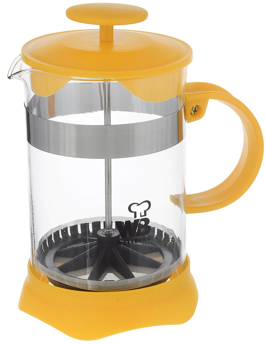 Френч-пресс Wellberg, цвет: желтый, прозрачный, 800 мл. 9935 WB9935 WB_желтыйФренч-пресс Wellberg поможет приготовить вкусный и ароматный чай или кофе. Колба изготовлена из термостойкого стекла и закреплена стальным обручем. Основание, ручка и крышка выполнены из пластика. Утолщенный ободок колбы повышает прочность и продлевает срок службы изделия. Форма края носика препятствует образованию подтеков. Плотно прилегающая крышка позволяет надолго сохранить аромат напитка. Фильтр-поршень из нержавеющей стали обеспечивает равномерную циркуляцию воды и насыщенность напитка. С его помощью также можно регулировать степень крепости напитка. Засыпая чайную заварку или кофе под фильтр, заливая горячей водой, вы получаете ароматный напиток с оптимальной крепостью и насыщенностью. Остановить процесс заваривания легко, для этого нужно просто опустить поршень, и все уйдет вниз, оставляя вверху напиток, готовый к употреблению.Высота френч-пресса: 17 см. Диаметр колбы (по верхнему краю): 10 см. Диаметр основания: 11 см.
