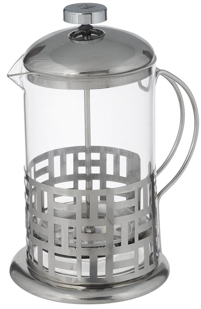 Френч-пресс Wellberg Геометрия, 800 мл6982 WB_геометрияФренч-пресс Wellberg Геометрия, выполненный из нержавеющей стали, поможет приготовить вкусный ароматный чай или кофе. Колба изготовлена из термостойкого стекла, которое выдерживает температуру до 120°С. Изделие дополнено перфорацией в виде геометрических фигур. Утолщенный ободок колбы повышает прочность и продлевает срок службы изделия. Форма края носика препятствует образованию подтеков. Плотно прилегающая крышка позволяет надолго сохранить аромат напитка. Стальной фильтр-поршень обеспечивает равномерную циркуляцию воды и насыщенность напитка. С его помощью также можно регулировать степень крепости напитка. Засыпая чайную заварку или кофе под фильтр, заливая горячей водой, вы получаете ароматный напиток с оптимальной крепостью и насыщенностью. Остановить процесс заваривания легко, для этого нужно просто опустить поршень, и все уйдет вниз, оставляя вверху напиток, готовый к употреблению.Высота френч-пресса: 20 см. Диаметр колбы (по верхнему краю): 10 см. Диаметр основания: 12 см.