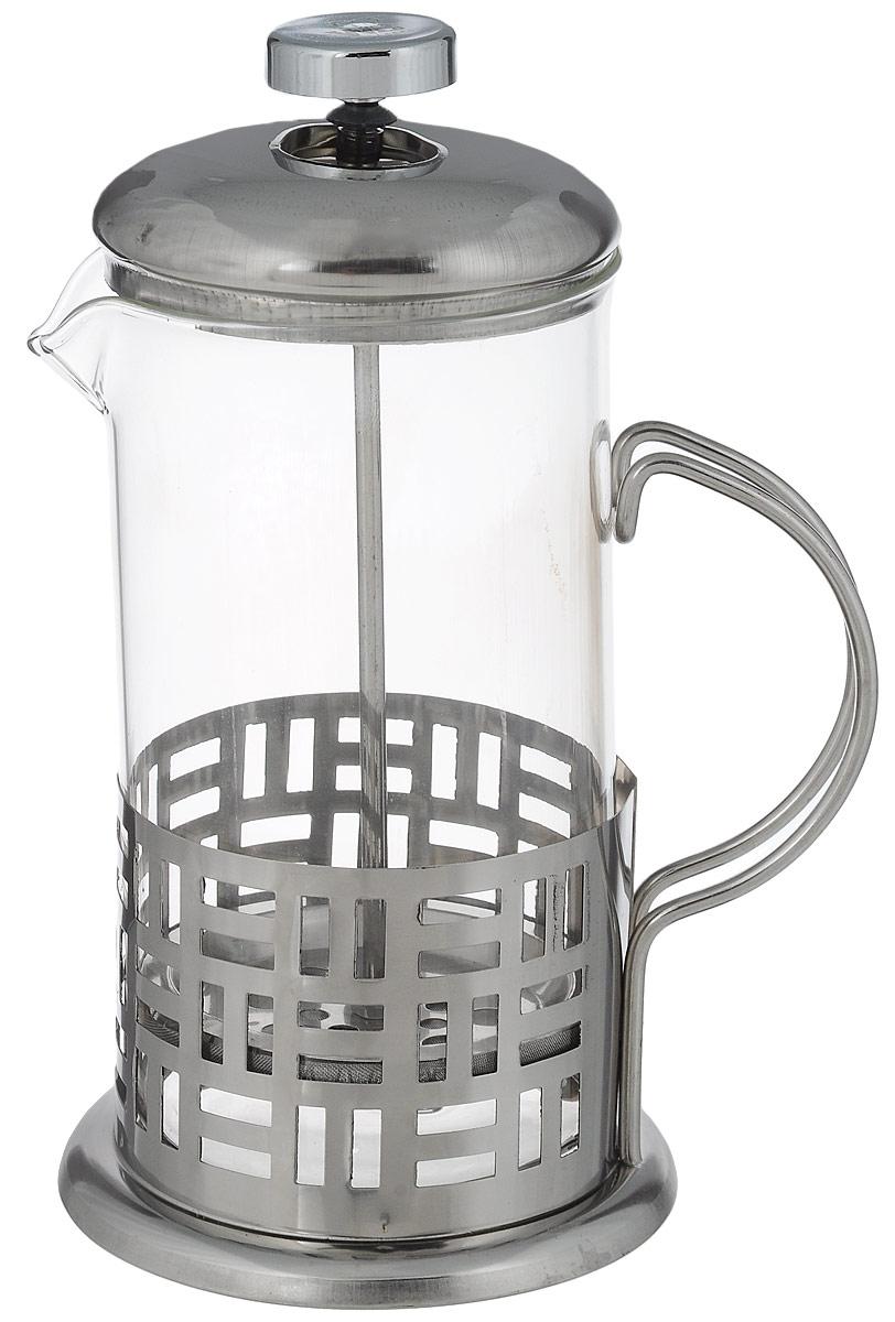 Френч-пресс Wellberg Геометрия, 600 мл6981 WB_геометрияФренч-пресс Wellberg Геометрия, выполненный из нержавеющей стали, поможет приготовить вкусный ароматный чай или кофе. Колба изготовлена из термостойкого стекла, которое выдерживает температуру до 120°С. Изделие дополнено перфорацией в виде геометрических фигур. Утолщенный ободок колбы повышает прочность и продлевает срок службы изделия. Форма края носика препятствует образованию подтеков. Плотно прилегающая крышка позволяет надолго сохранить аромат напитка. Стальной фильтр-поршень обеспечивает равномерную циркуляцию воды и насыщенность напитка. С его помощью также можно регулировать степень крепости напитка. Засыпая чайную заварку или кофе под фильтр, заливая горячей водой, вы получаете ароматный напиток с оптимальной крепостью и насыщенностью. Остановить процесс заваривания легко, для этого нужно просто опустить поршень, и все уйдет вниз, оставляя вверху напиток, готовый к употреблению.Высота френч-пресса: 19 см. Диаметр колбы (по верхнему краю): 9 см. Диаметр основания: 10,5 см.