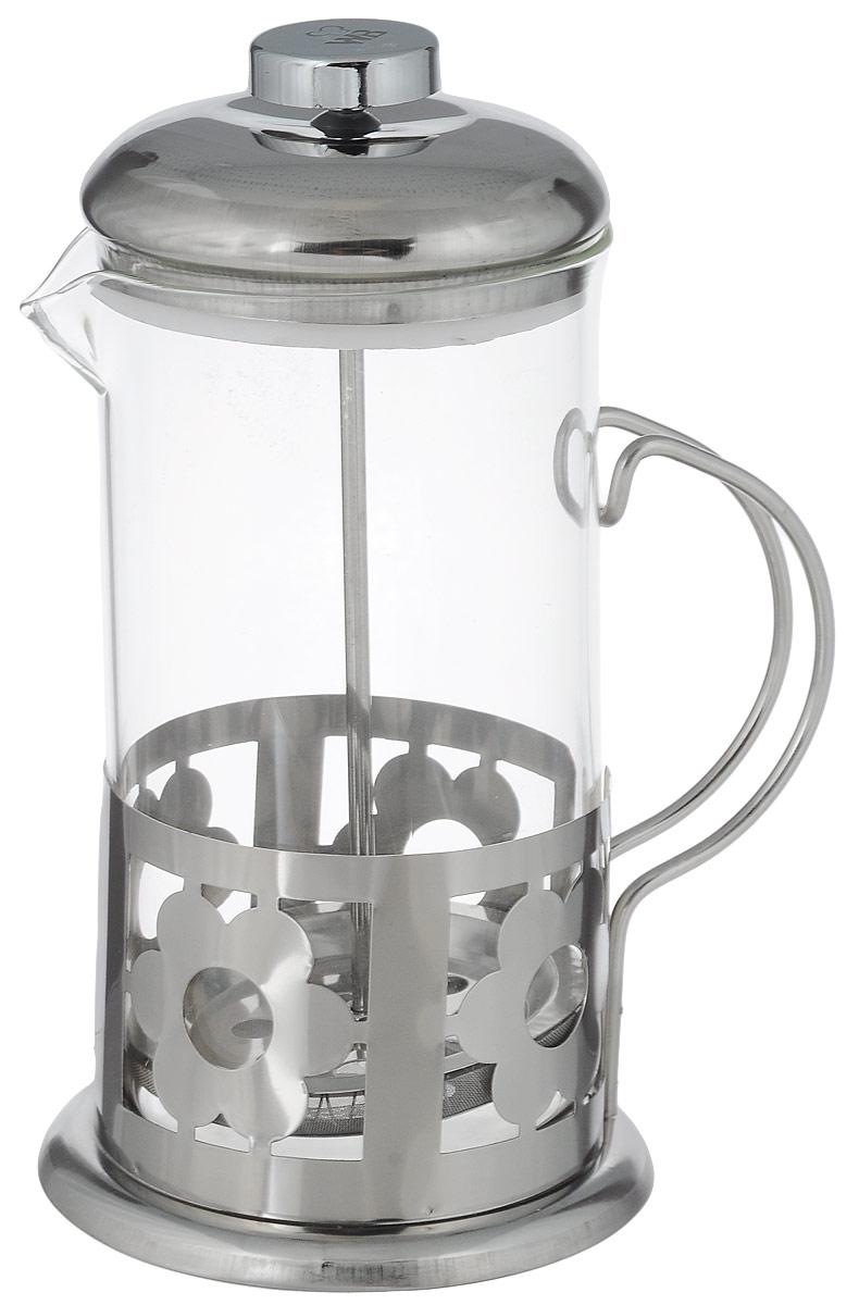 Френч-пресс Wellberg Цветы, 600 мл6981 WB_цветыФренч-пресс Wellberg Цветы, выполненный из нержавеющей стали, поможет приготовить вкусный ароматный чай или кофе. Колба изготовлена из термостойкого стекла, которое выдерживает температуру до 120°С. Изделие дополнено перфорацией в виде цветов. Утолщенный ободок колбы повышает прочность и продлевает срок службы изделия. Форма края носика препятствует образованию подтеков. Плотно прилегающая крышка позволяет надолго сохранить аромат напитка. Стальной фильтр-поршень обеспечивает равномерную циркуляцию воды и насыщенность напитка. С его помощью также можно регулировать степень крепости напитка. Засыпая чайную заварку или кофе под фильтр, заливая горячей водой, вы получаете ароматный напиток с оптимальной крепостью и насыщенностью. Остановить процесс заваривания легко, для этого нужно просто опустить поршень, и все уйдет вниз, оставляя вверху напиток, готовый к употреблению.Высота френч-пресса: 19 см. Диаметр колбы (по верхнему краю): 9 см. Диаметр основания: 10,5 см.
