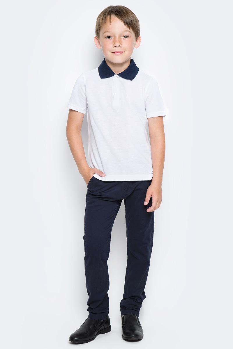 Поло для мальчика Button Blue, цвет: белый. 217BBBS14020200. Размер 128, 8 лет217BBBS14020200Прекрасная альтернатива сорочке - белое поло! По удобству и комфорту, поло для мальчика в школу не менее удобно, чем футболка с коротким рукавом, но поло выглядит строже и наряднее. Небольшой цветовой акцент (воротник и внутренняя планка) придает модели изюминку.