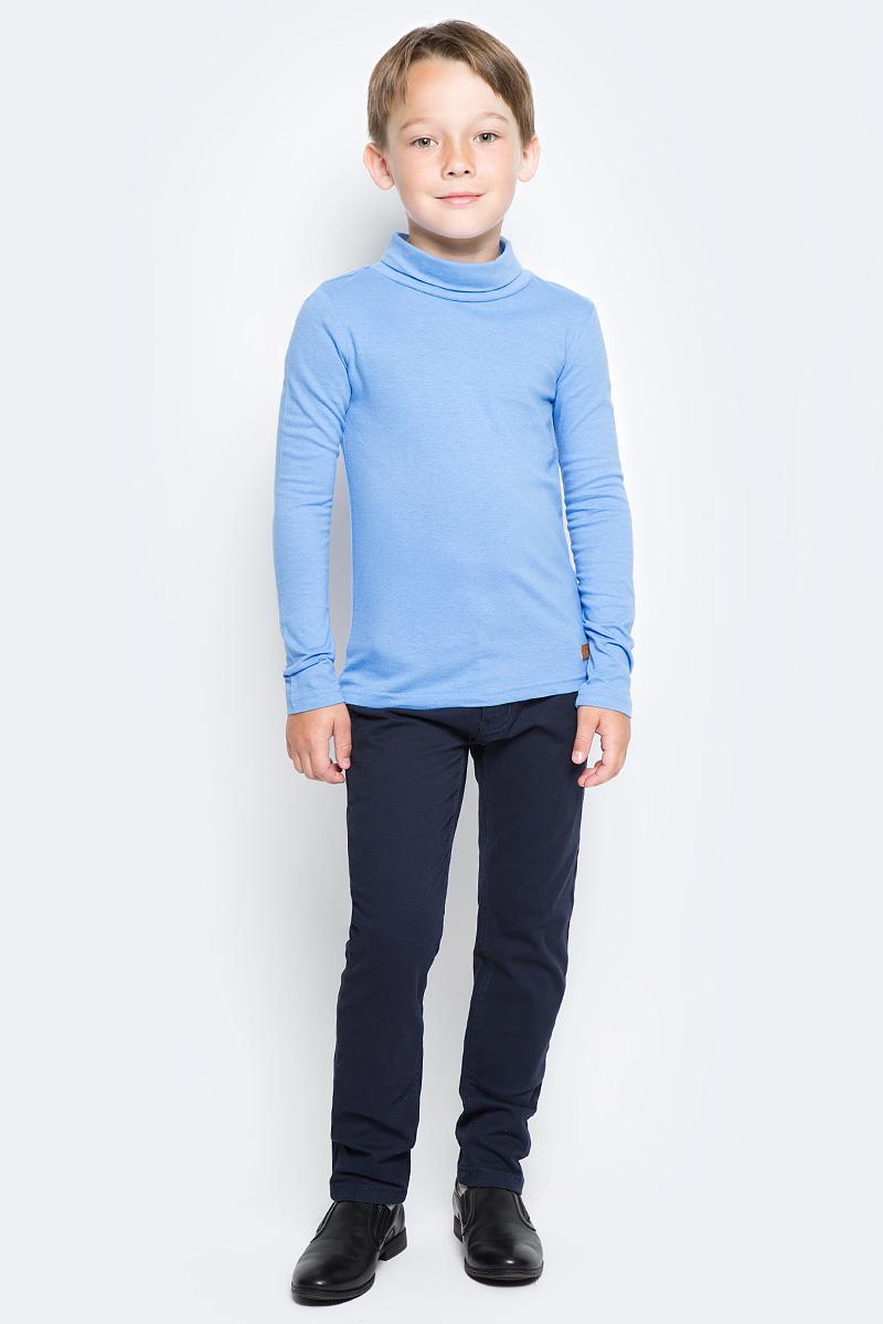 Водолазка для мальчика Overmoon by Acoola Agon, цвет: голубой. 21100320001_400. Размер 16421100320001_400Водолазка для мальчика Overmoon Agon выполнена из высококачественного материала. Модель с воротником-стойкой и длинными рукавами оформлена кожаной нашивкой с логотипом бренда.