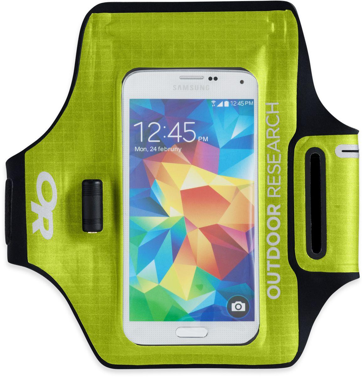 Гермочехол для электроники Outdoor Research Sens Dry Pocket Armband, цвет: зеленый2440220489Полностью непромокаемый гермочехол Outdoor Research сохранит ваше электронное устройство от попадания влаги. Сенсорный экран позволяет пользоваться телефоном в любых экстремальных условиях. Имеется прозрачное окошко для внешней камеры и водонепроницаемый разъем под наушники. Чехол удобно крепится на руку при помощи браслета на липучке. Добавление материала EVA позволяет улучшить плавучесть чехла. Подходит для iPhone 6/6S, Samsung Galaxy S5 & S6. Не совместим с кнопкой Home в iPhone 7, на прокрутку экрана это не влияет. Длина (с ремешком): 53,3 см.Размер кармана: 10 х 16 см.