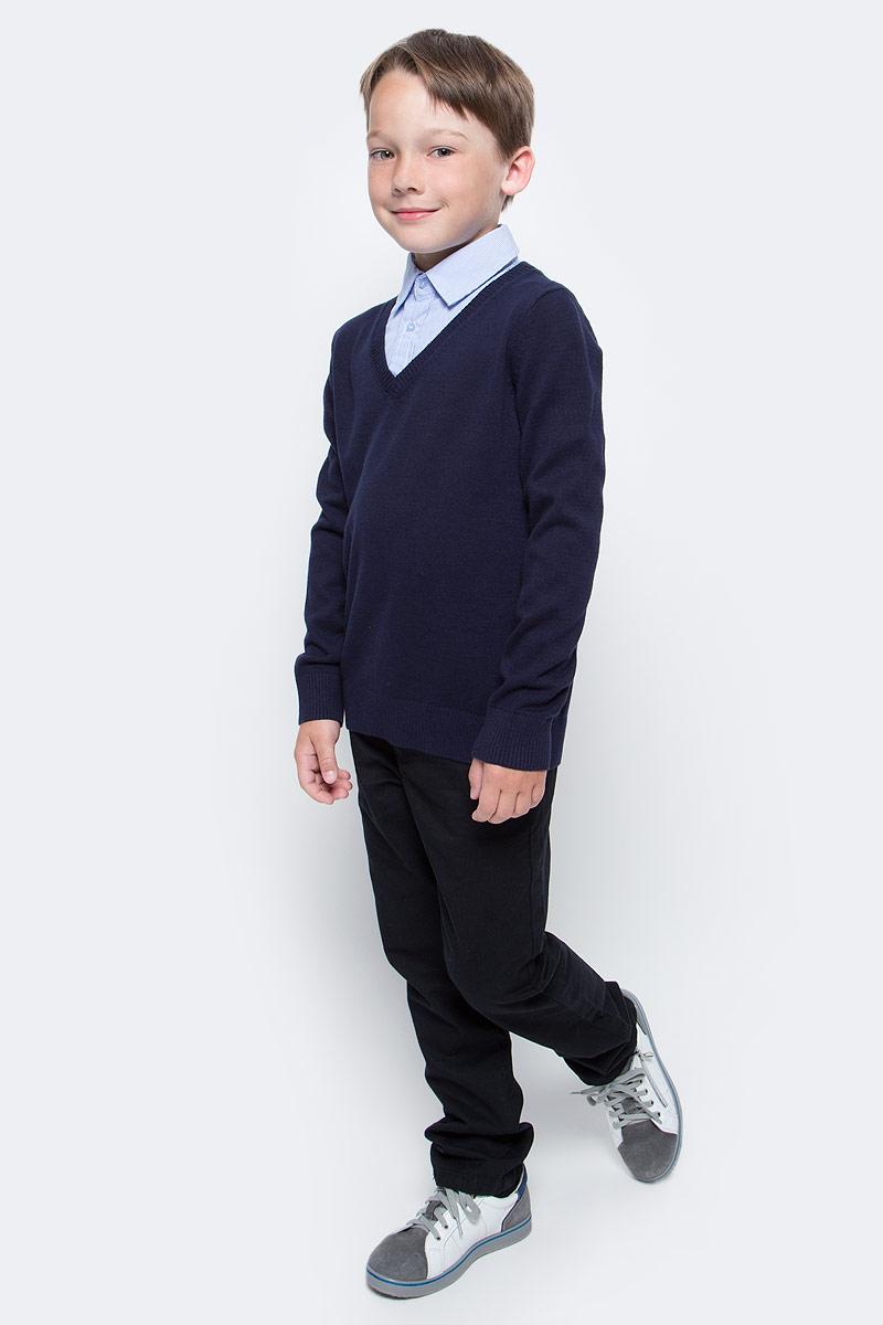 Джемпер для мальчика Sela, цвет: темно-синий, голубой. JR-814/284-7310. Размер 122JR-814/284-7310Практичный джемпер Sela станет отличным дополнением к повседневному гардеробу каждого мальчика. Модель прямого кроя с длинными рукавами изготовлена из натурального хлопкового трикотажа мелкой вязки и дополнена вставкой с отложным воротничком на пуговицах, создающей эффект 2 в 1. V-образный вырез, манжеты рукавов и низ изделия связаны резинкой. Модель подойдет для школы, прогулок и дружеских встреч и будет отлично сочетаться с джинсами и брюками.