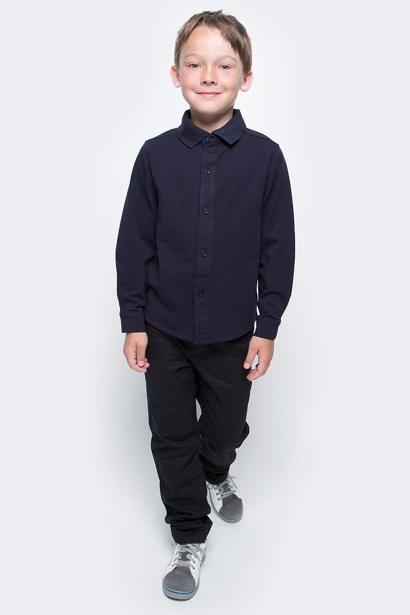 Рубашка для мальчика Vitacci, цвет: темно-синий. 1173011-04. Размер 1341173011-04/1173011M-04Рубашка для мальчика выполнена из качественного материала. Модель с отложным воротником и длинными рукавами застегивается на пуговицы.
