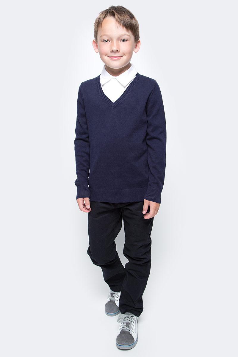 Джемпер для мальчика Sela, цвет: синяя впадина. JR-814/284-7310. Размер 140, 10 летJR-814/284-7310Практичный джемпер Sela станет отличным дополнением к повседневному гардеробу каждого мальчика. Модель прямого кроя с длинными рукавами изготовлена из натурального хлопкового трикотажа мелкой вязки и дополнена вставкой с отложным воротничком на пуговицах, создающей эффект 2 в 1. V-образный вырез, манжеты рукавов и низ изделия связаны резинкой. Модель подойдет для школы, прогулок и дружеских встреч и будет отлично сочетаться с джинсами и брюками.