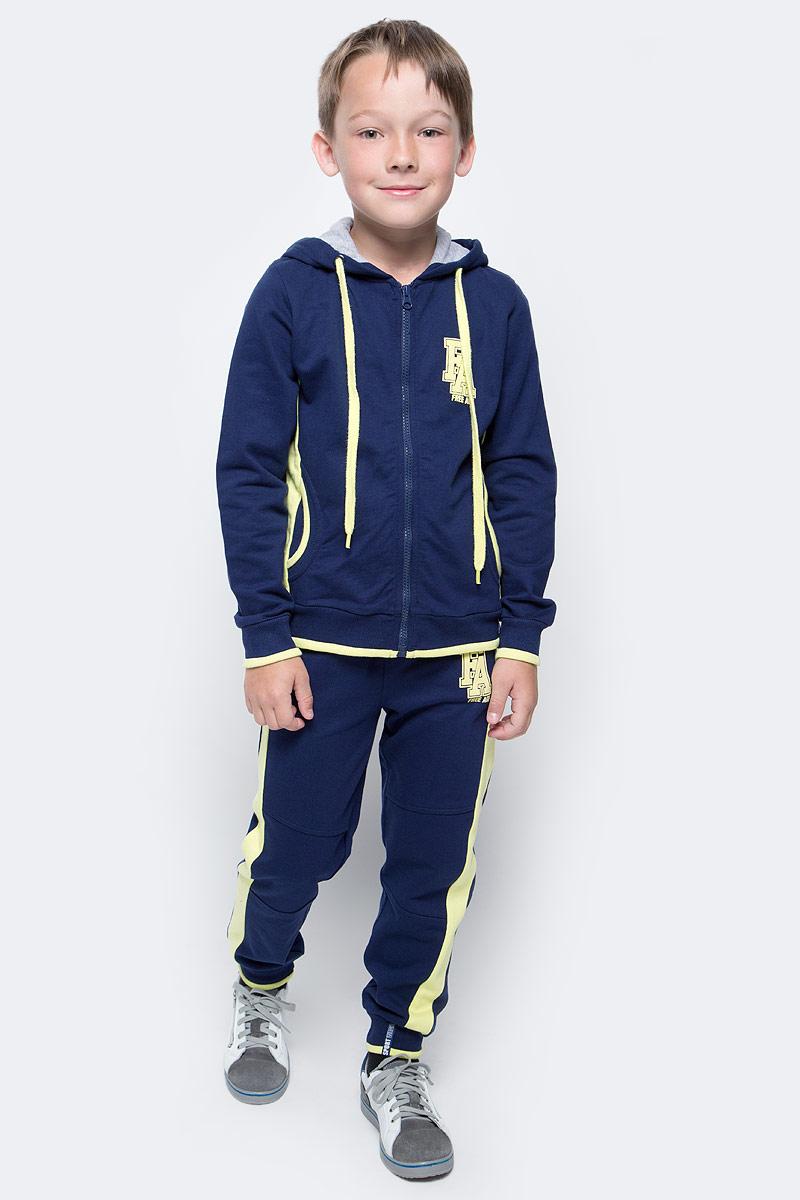 Брюки спортивные для мальчика Free Age, цвет: темно-синий, желтый. ZB 10232-YB-1. Размер 104, 4 годаZB 10232-YB-2Спортивные брюки для мальчика Free Age идеально подойдут вашему ребенку. Изготовленные из хлопка, они необычайно мягкие и приятные на ощупь, не сковывают движения ребенка и позволяют коже дышать, не раздражают даже самую нежную кожу. Модель с поясом из трикотажной резинки дополнена шнурком, который надежно фиксирует брюки и не сдавливает живот ребенка. Манжеты - из трикотажной резинки, имеются передние боковые карманы. Изделие оформлено контрастными лампасами и ярким пуфф-принтом.