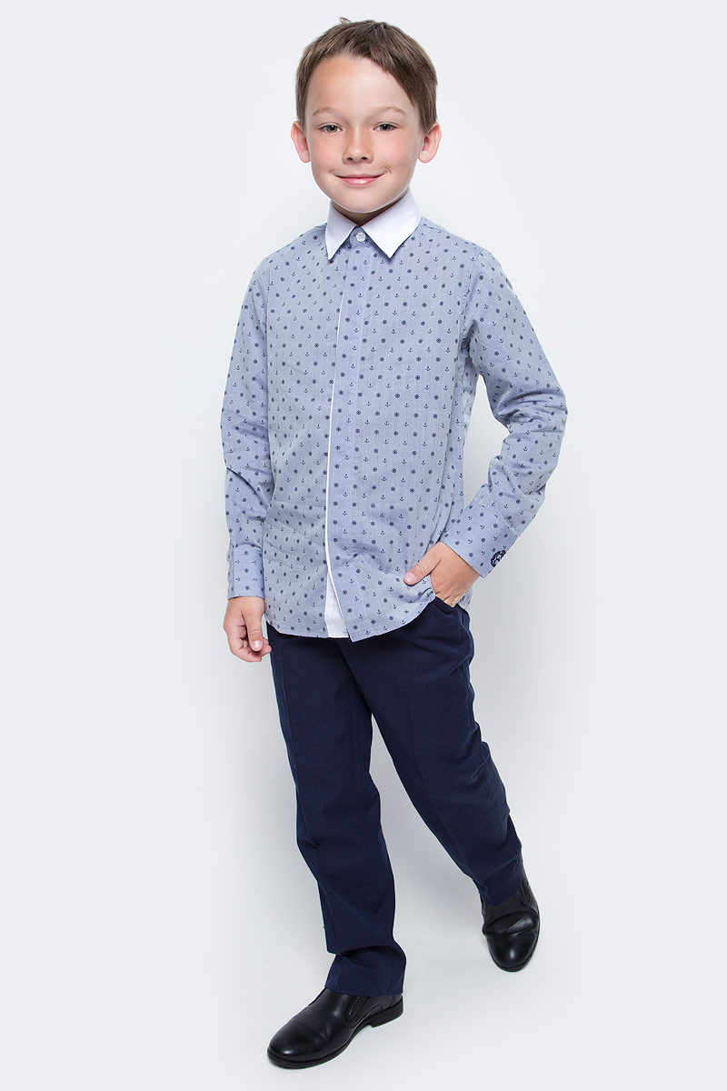 Рубашка для мальчика Gulliver, цвет: синий. 217GSBC2310. Размер 128217GSBC2310При всем богатстве выбора, купить рубашку для мальчика высокого качества не очень просто. Школьная рубашка должна отлично выглядеть, хорошо сидеть, соответствовать актуальной форме, быть всегда свежей, выглаженной и опрятной. Именно поэтому состав, плотность и текстура материала имеет большое значение! Синяя рубашка с мелким рисунком - тренд сезона! Она не нарушает школьный дресс-код, но делает повседневный Look ярче и интереснее, создавая позитивное настроение. Контрастная отделка суппатной планки, белый воротник и деликатная фирменная вышивка на манжете придает модели выразительность и индивидуальность.