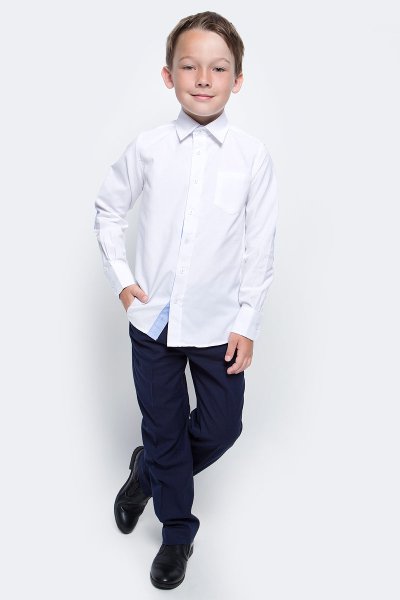 Рубашка для мальчика Gulliver, цвет: белый. 217GSBC2316. Размер 146217GSBC2316Строгая, лаконичная, элегантная рубашка для школы настроит на серьезный и ответственный подход к делу. Хороший состав, качество и текстура ткани, модный силуэт, актуальная форма воротника делают рубашку отличным решением на каждый день, позволяющим ребенку чувствовать себя уверенно и достойно. Деликатная отделка: контрастная внутренняя планка и стойка, налокотники и фирменная вышивка на манжете придают модели индивидуальные черты, не нарушая школьного дресс-кода. Если вы хотите купить рубашку для ежедневного комфорта и отличного внешнего вида ребенка, детская рубашка от Gulliver- лучшее решение. Она сделает образ ученика стильным, свежим, интересным.