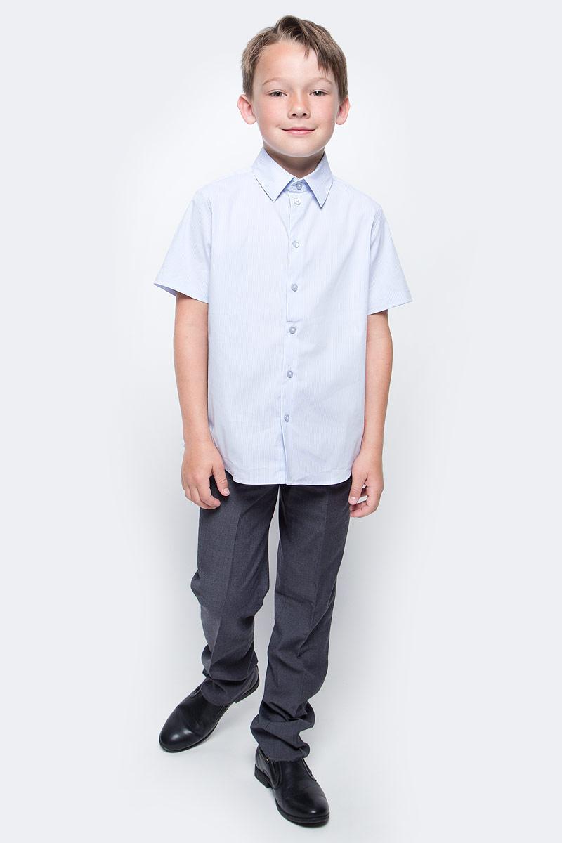 Рубашка для мальчика Button Blue, цвет: голубой. 217BBBS23021805. Размер 152, 12 лет217BBBS23021805Рубашка для мальчика - основа повседневного школьного образа! Школьные рубашки от Button Blue - это качество и комфорт, отличный внешний вид, удобство в уходе, высокая износостойкость. Рубашка с короткими рукавами и отложным воротничком застегивается на пуговицы. Готовясь к школьному сезону, вам стоит купить рубашки в трех-четырех цветах, чтобы разнообразить будни ученика.