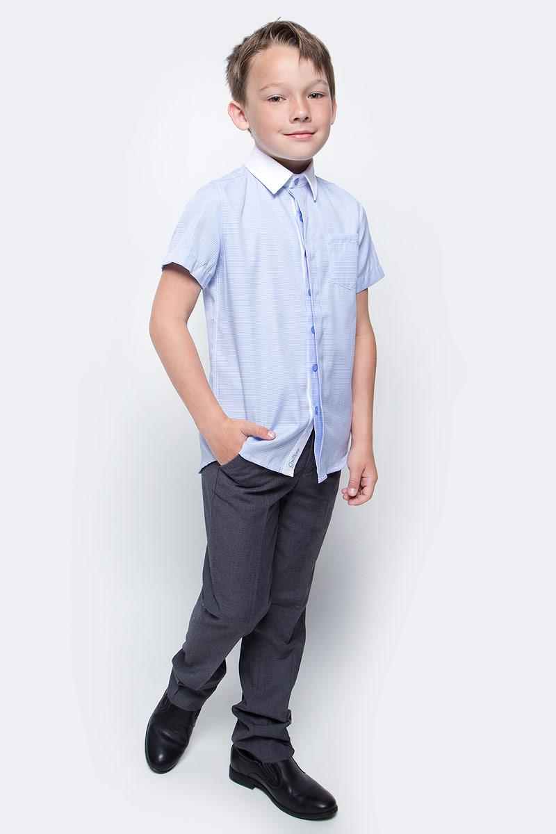 Рубашка для мальчика Gulliver, цвет: голубой. 217GSBC2306. Размер 158217GSBC2306Купить рубашки для мальчиков - в преддверии учебного сезона, это самая распространенная задача родителей школьников. Школьные рубашки должны быть строгими, элегантными, стильными. Они обязаны соответствовать принятому дресс-коду, но не лишать ученика индивидуальности. Именно такая рубашка с коротким рукавом от Gulliver позволит чувствовать себя уверенно и достойно. Рубашка с коротким рукавом - прекрасное решение для жарких классов. Хороший состав и качество ткани, модный силуэт, актуальная форма воротника делают рубашку от Gulliver отличным решением на каждый день. Деликатная отделка: контрастная внутренняя планка и белый воротник придают модели индивидуальные черты.