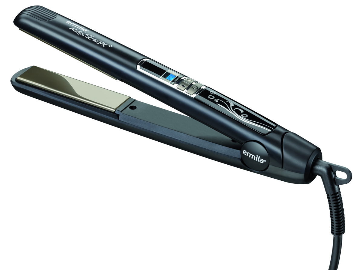 Ermila Hair Magic Straight+ 4414-0040, Black выпрямитель для волос4414-0040Профессиональный выпрямитель для волос Ermila Magic Straight+. Оснащен плавающими пластинами с керамико-турмалиновым покрытием. Данное покрытие может выделять отрицательные ионы, делая волосы блестящими и шелковистыми. Цифровой ЖК-дисплей и цифровой контроллер температуры от 80 °С до 230 °С позволяет индивидуально подстраивать рабочий режим прибора под тип волос. Идеально подходит для кератинового лечения.