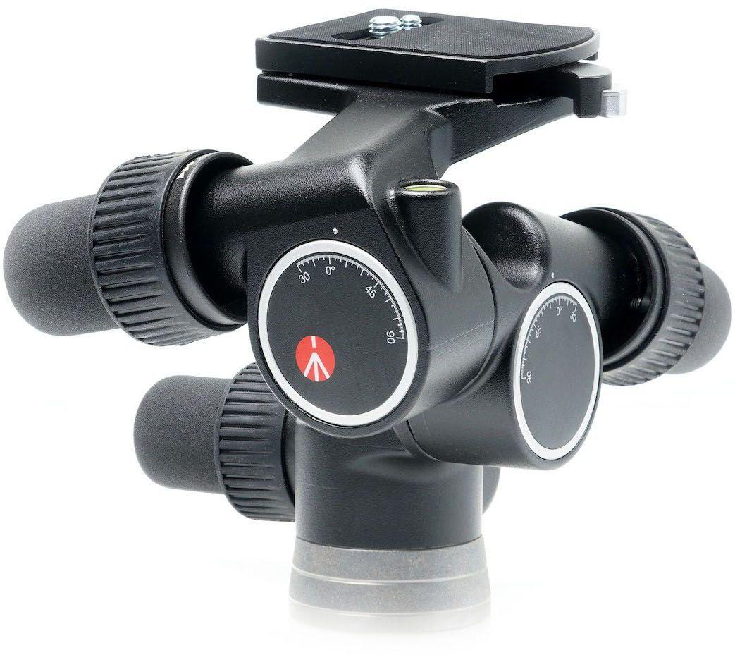 Manfrotto 405, Black штативная головка405Новейшая головка 405 Pro Digital с механизмом точного позиционирования ошеломляет своей быстротой и цифровой точностью. Она обеспечивает идеальную поддержку, а также быстрое и точное позиционирование для профессиональных среднеформатных камер как с обычными, так и с цифровыми задниками. Модель 405 Pro Digital была специально разработана, чтобы удовлетворить строгие потребности занятых профессиональных цифровых фотографов, использующих среднеформатные или 35-мм камеры/задники весом до 7,5 кг. Головка оснащена крупными удобными ручками, обеспечивающими плавное и точное управление с помощью зубчатой передачи горизонтальным круговым панорамированием, фронтальными и боковыми наклонами в пределах от +90° до -30°. В дополнение к перечисленным характеристикам в модель 405 также встроена уникальная система, позволяющая мгновенно отключить механизм точного позиционирования и выполнить грубую установку вручную, а затем снова мгновенно подключить его и провести сверхточную окончательную настройку. Конструкция запатентована.