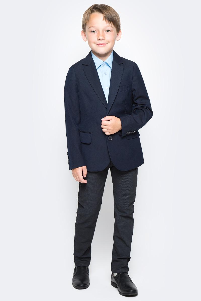 Пиджак для мальчика Gulliver, цвет: темно-синий. 217GSBC4804. Размер 122217GSBC4804Замечательный пиджак выполняет функцию главного делового атрибута школьника. Он уместен для ежедневной носки и незаменим для торжественных мероприятий. Отточенная форма модели, две шлицы сзади, детальная проработка элементов подкладки делают пиджак ярким элементом образа. Именно такими и должны быть стильные пиджаки для мальчиков - элегантными, качественными, практичными. Хороший состав ткани позволяет носить пиджак продолжительное время в течение дня, ощущая полный комфорт и свободу движений. Школьные пиджаки для мальчиков от Gulliver помогут детям чувствовать себя уверенно и достойно.