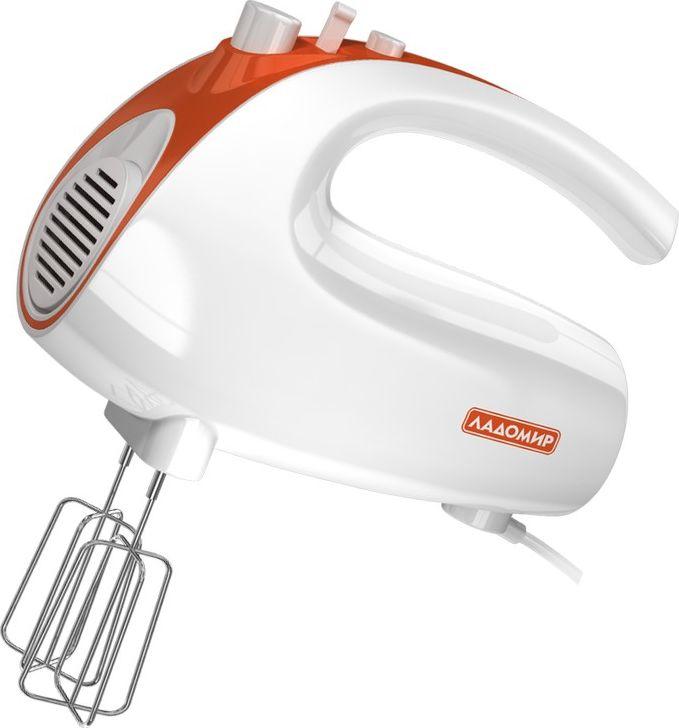 Ладомир 606 миксер, цвет белый оранжевый606 арт. 2Легкий и эргономичный миксер Ладомир 606 просто необходим на вашей кухне!Наличие 5 скоростей облегчает работу с продуктами, позволяя приготовить продукты необходимой консистенции. В комплекте идут: - насадки для взбивания, с помощью которых можно создавать воздушное суфле, взбивать крем;-насадки для замешивания: идеально подходят для приготовления теста, густого пюре.Для удобства отсоединения насадок изделие оборудовано специальной кнопкой. Миксер Ладомир 606 отличается низким уровнем шума.