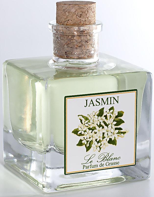 Диффузор ароматический Le Blanc Жасмин, 200 мл2000000000077Если Роза - королева цветов, то Жасмин - король. Аромат этого белоснежного великолепия навевает ассоциации с роскошью востока, ведь и сам цветок родом из Индии, из аравийских оазисов. Аромат Жасмина необыкновенно свежий, и вместе с тем терпкий, стойкий и пьянящий. От него может закружиться голова точно так же как от бокала изысканного вина. В благоухании жасмина таится магическая чувственность в сочетании с лёгкой и задорной душистостью. Вдохнув его, вы перенесетесь в грёзах в прекрасный восточный сад. Диффузор, упакованный в подарочную коробку, будет отличным подарком. В комплект входит емкость с жидкостью в выбранном объеме, тростниковые палочки, картонная коробочка.