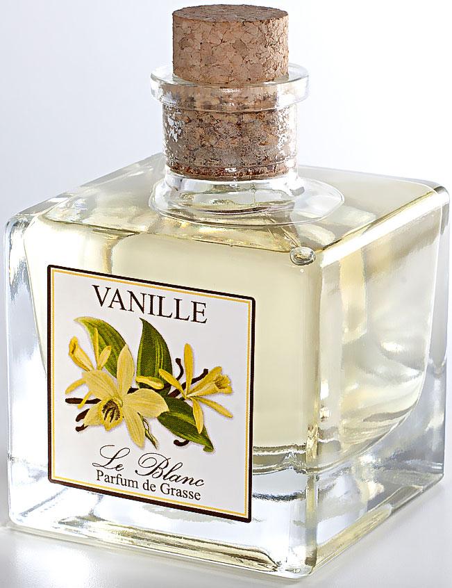 Диффузор ароматический Le Blanc Ваниль, 100 мл2000000003511Ароматический диффузор Le Blanc имеет аромат ванили - это особый аромат, терпкий, чарующий и пьянящий. А ещё пряный, освежающий, утонченный, сладостный и слегка горьковатый, проникнутый древесными нотами. Один лишь ванильный намек делает духи незабываемыми. Запах ванили уже давно стал символом чистоты и обаяния, нежности и женственности. Благоухание ванили заставляет нас грезить о прекрасных далеких тропических странах, где растет эта тропическая лиана, гибкая и чарующая, словно прекрасная девушка. Этот аромат навевает грёзы о далёких краях и приближает мечты, которые раньше казались несбыточными. Диффузор, упакованный в подарочную коробку, будет отличным подарком.В комплект входит емкость с жидкостью в выбранном объеме, тростниковые палочки, картонная коробочка.