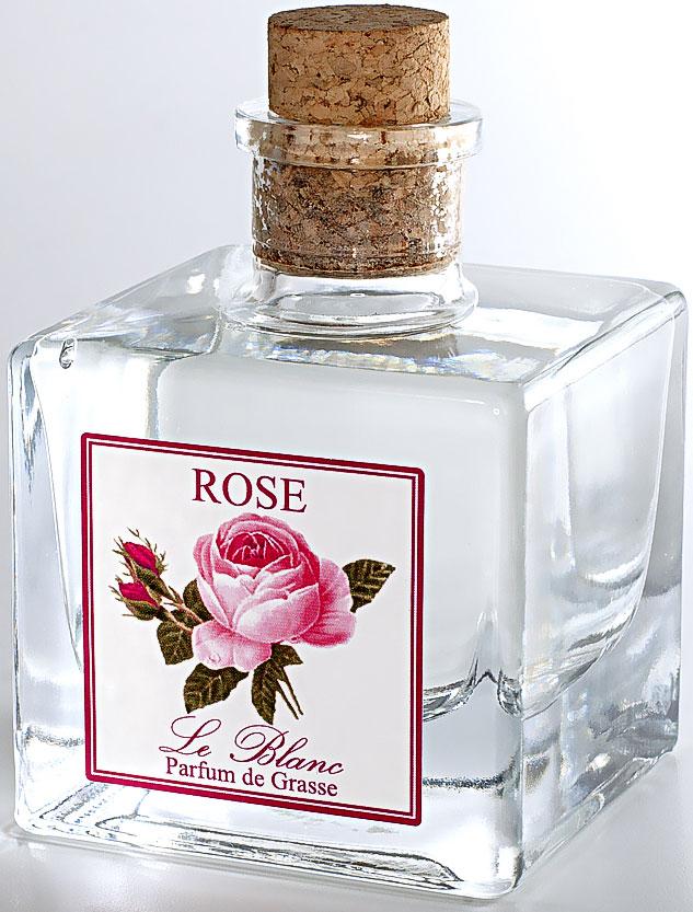 Диффузор ароматический Le Blanc Роза, 100 мл2000000003528Нежный, душистый, цветочный дымный, стойкий, с фруктовой ноткой - все эти прекрасные эпитеты посвящены аромату розы - истинной королевы цветов. Роза - это не только королева цветов, она ещё и королева ароматов. Она кружит голову чарующим кокетливым, нежным и тонким ароматом, воплощением женственной чувственности. Это всегда волнующий, теплый и глубокий аромат, пробуждающий душу для любви и новых впечатлений. Потрясающий запах розы всегда многогранен и наслаждаться им можно бесконечно. Диффузор, упакованный в подарочную коробку, будет отличным подарком. В комплект входит емкость с жидкостью в выбранном объеме, тростниковые палочки, картонная коробочка.