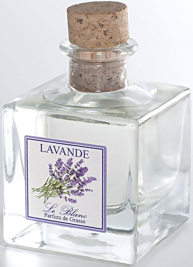 Диффузор ароматический Le Blanc Лаванда, 200 мл2000000003771Нежные небольшие цветы лаванды обладают свежим и чистым ароматом, и при этом достаточно сильным и ярким. Её запах насыщенный и успокаивающий, он ассоциируется с морским прибоем, чайками над волнами, прекрасным отдыхом, связанным с водой и купаниями. Или благоухание летнего луга, заросшего цветущими растениями. Тонкий, лёгкий, цветочный запах пробуждает в нас чарующие фантазии и поэтому так приятен каждому. Диффузор, упакованный в подарочную коробку, будет отличным подарком. В комплект входит емкость с жидкостью в выбранном объеме, тростниковые палочки, картонная коробочка.
