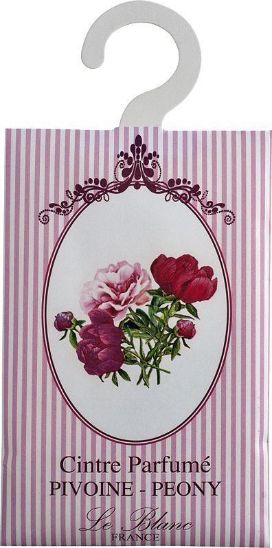 Саше ароматическое Le Blanc Пион, розовый2000000038360Саше Le Blancотносятся к разряду тех мелочей, благодаря которым создается настоящий уют в доме. Аромат Пиона напоминает аромат старинных роз. Этот роскошный цветок часто и сравнивают с розой. О нём говорят, что это цветок, насыщенный ароматом тысячи роз. Аромат пиона цветочный, сладкий, насыщенный, терпкий. Причем он разный в зависимости от цвета цветка. Розовые пионы пахнут розами, в аромат которых вплетается яблочная кислинка, белый пахнет водной свежестью, запахом дождевых капель, тёмные источают терпкий мускусный аромат. В аромат пионов могут вплетаться пряные, жасминовые и даже кофейные ноты. Аромат пиона - очень чувственный, интригующий, в нём таится некая таинственная загадка, создавая особый букет, проникнутый томными восточными нотами.