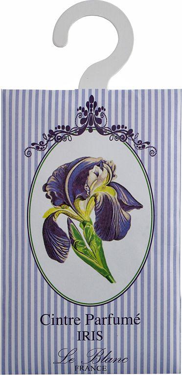 Саше ароматическое Le Blanc Ирис2000000038391Подарки от Le Blanc - это роскошь в мелочах, определяющих стиль. Эти изящные вещицы привносят в нашу жизнь тонкие, нежные ароматы,создают настроение легкости и воздушности. Саше относятся к разряду тех мелочей, благодаря которым создается настоящий уют в доме.Аромат цветка королей, как еще называют этот прекрасный цветок, сложно превзойти. Аромат ириса - сладкий, сухой, пудрово-цветочный, далназвание целому парфюмерному разделу. Аромат ириса благоухает медово-цветочными нотами с добавлением древесных оттенков. Это сладкий,легкий, свежий, древесный запах с фиалковыми тонами.