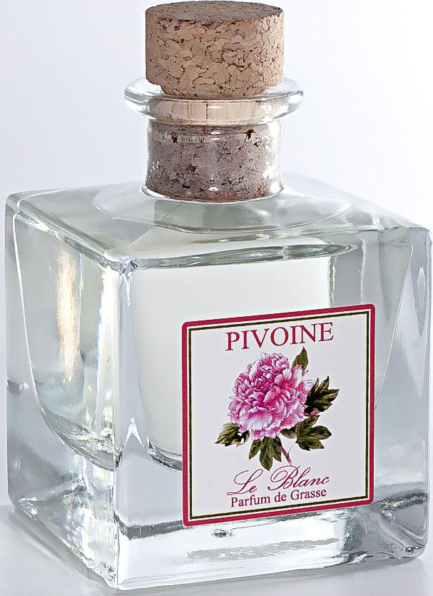 Диффузор ароматический Le Blanc Пион, 100 мл2000000049908Аромат Пиона напоминает аромат старинных роз. Этот роскошный цветок часто сравнивают с розой. О нём говорят, что это цветок, насыщенныйароматом тысячи роз. Аромат пиона цветочный, сладкий, насыщенный, терпкий. Причем он разный в зависимости от цвета цветка. Розовыепионы пахнут розами, в аромат которых вплетается яблочная кислинка, белый пахнет водной свежестью, запахом дождевых капель, тёмныеисточают терпкий мускусный аромат. В аромат пионов могут вплетаться пряные, жасминовые и даже кофейные ноты. Аромат пиона - оченьчувственный, интригующий, в нём таится некая таинственная загадка, создавая особый букет, проникнутый томными восточными нотами.Диффузор, упакованный в подарочную коробку, будет отличным подарком. В комплект входит емкость с жидкостью в выбранном объеме,тростниковые палочки, картонная коробочка.