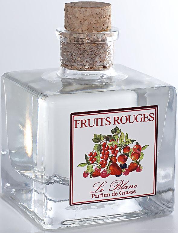 Диффузор ароматический Le Blanc Красные ягоды, 100 мл2000000050607Ароматический диффузор Le Blanc Красные ягоды наполнит дом неповторимым ароматом. Терпкий, трепетный, проникновенный, яркий, страстный - все эти эпитеты об одном прекрасном и загадочном аромате - аромате красных ягод. Красные ягоды на снегу - такие зрительные ассоциации вызывает этот аромат - горячий, словно языки пламени, и вместе с тем холодный, словно снег, сотканный из сочетания несочетаемого. А ещё конечно вызывает непревзойденные вкусовые ассоциации. Красная ягода - непременно с кислинкой, но от этого не менее сладостная. Аромат красных ягод - это аромат вишен в коньяке, запах красной смородины, украшающей ослепительно белоснежный торт, это аромат любви и накала страстей, проникновенный аромат сокровенных чувств. Манящий аромат, услышав который один раз, забыть его невозможно! Диффузор, упакованный в подарочную коробку, будет отличным подарком. В комплект входит емкость с жидкостью в выбранном объеме, тростниковые палочки, картонная коробочка.