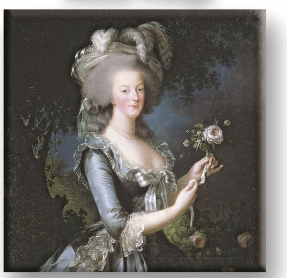 Саше ароматическое Le Blanc Мария-Антуанетта. Роза3760110096009Подарки от Le Blanc - это роскошь в мелочах, определяющих стиль. Эти изящные вещицы привносят в нашу жизнь тонкие, нежные ароматы,создают настроение легкости и воздушности. Саше относятся к разряду тех мелочей, благодаря которым создается настоящий уют в доме.Нежный, душистый, цветочный дымный, стойкий, с фруктовой ноткой - все эти прекрасные эпитеты посвящены аромату розы - истинной королевыцветов. Роза - это не только королева цветов, она ещё и королева ароматов. Она кружит голову чарующим кокетливым, нежным и тонкимароматом, воплощением женственной чувственности. Это всегда волнующий, теплый и глубокий аромат, пробуждающий душу для любви и новыхвпечатлений. Потрясающий запах розы всегда многогранен и наслаждаться им можно бесконечно.
