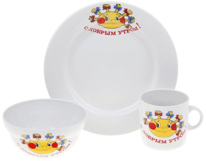 """Набор посуды """"Солнышко"""" изготовлен из высококачественного экологически чистого фарфора. В набор входят 3 предмета:  тарелка, салатник, кружка . Посуда оформлена красочными рисунками.  Набор, несомненно, привлечет внимание вашего ребенка и не позволит ему скучать. Порадуйте своего ребенка этим замечательным набором!   Диаметр тарелки: 20 см.  Объем салатника: 335 мл.  Объем кружки: 210 мл."""