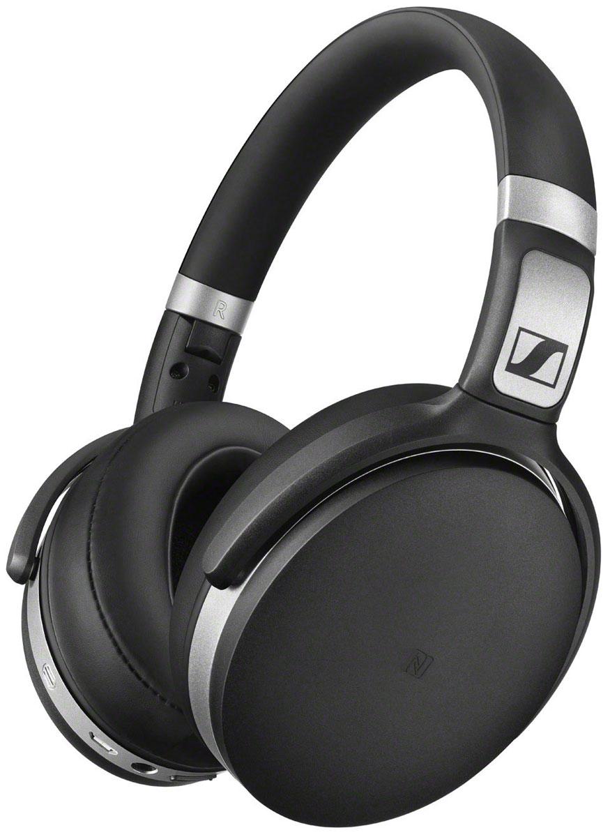 Sennheiser HD 4.50 BTNC, Black наушникиHD 4.50 BTNCНаушники Sennheiser HD 4.50 BTNC гарантируют невероятное удовольствие от прослушивания как дома, так и в движении, благодаря качественному звуку, активной системе шумоподавления NoiseGardTM, большим мягким амбушюрам, прочной складной конструкции, длительному времени автономной работы и разумному соотношению цена/качество.Закрытые наушники HD 4.50 BTNC, в которых используется технология активного шумоподавления NoiseGardTM, специально спроектированы для использования с мобильными устройствами и являются идеальным компаньоном для прослушивания аудио контента на ходу. Оценить легендарное качество звука помогут 32 мм преобразователи Sennheiser.В наушниках передовые технологии беспроводной связи: версия Bluetooth 4.0, кодек aptX, функция NFC. Удобные органы управления аудио контентом и микрофон для телефонных разговоров размешены на правой чашке наушников.Эргономичные охватывающие амбушюры HD 4.50 BTNC обеспечивают непревзойдённый комфорт даже при длительном использовании. Одного заряда аккумулятора с задействованной функцией NoiseGardTM хватает на 19 часов беспрерывной работы и на 25 часов с выключенной функцией. Наушники также можно использовать в пассивном режиме: для этого в комплект поставки включён аудио кабель.Элегантный минималистичный дизайн подчёркивается высококачественными материалами, а прочная конструкция гарантирует долгий срок службы даже при каждодневном использовании.Благодаря шарнирным креплениям амбушюров и складному оголовью наушники очень компактны при хранении и транспортировке в чехле, входящем в комплект поставки.