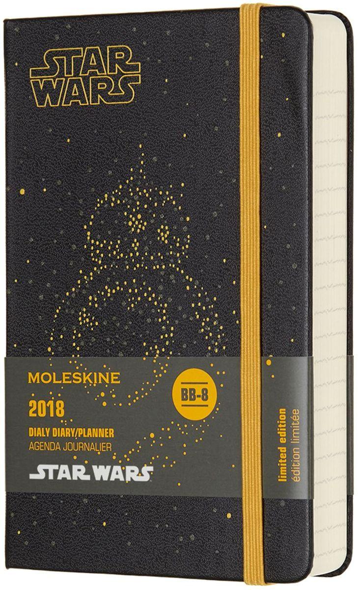 Moleskine Ежедневник Star Wars Pocket 200 листов в линейку цвет черныйDSW12DC2Ежедневники Moleskine Star Wars на 2018 год выпущены малый тиражом и заинтересуют каждого любителя межгалактических вой. Особенности ежедневника: - черная обложка украшена стилизованным изображением дроида BB-8;- внутренняя часть обложки украшена панорамой звездного неба;- на оборотной стороне шубера (круговой бумажной этикетки) напечатана секретная игра!