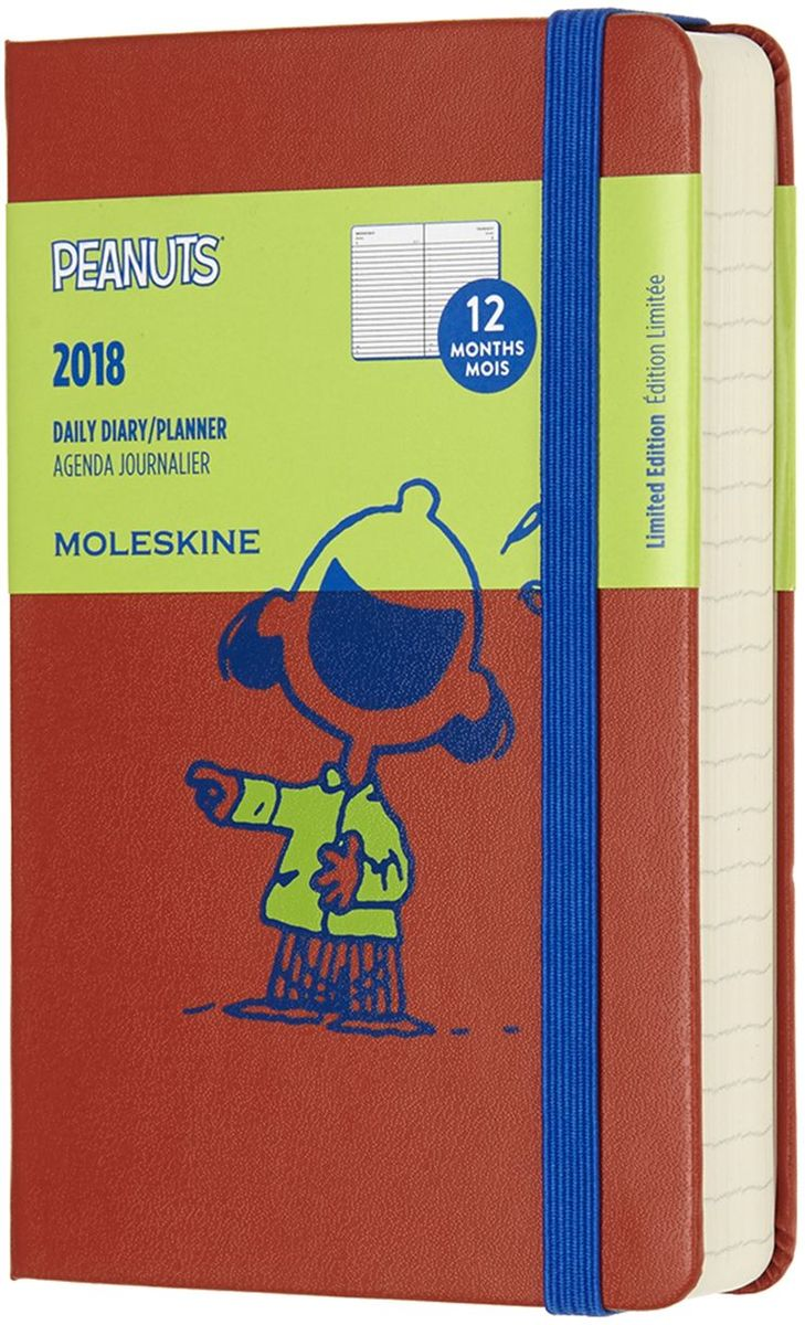 Moleskine Ежедневник Peanuts Pocket 200 листов в линейку цвет оранжевыйDPE12DC2Ежедневник Moleskine, посвященный 60-летию легендарного комикса. Peanuts это один из самых известных в мире комиксов для детей и взрослых, выпускавшийся в газетах и отдельных журналах на протяжении почти 50 лет, а с 1956 года выпускался мультсериал, который показывал и в России в середине девяностых. Комикс был очень узнаваемым, а для читателей стал символом взросления, ввиду тем, поднимавшихся в каждом выпуске. Peanuts означает маленький человек и восхваляет детство и свободу. Ежедневник сделан из приятной ткани, излучает жизнерадостность и ребячество.Сзади кармашек для мелочей. В начале несколько листов с полезной информацией: календарем, картой часовых поясов, справочным материалом для путешественников и линейкой. На внутренней каемке также есть скетчи с главными героями.