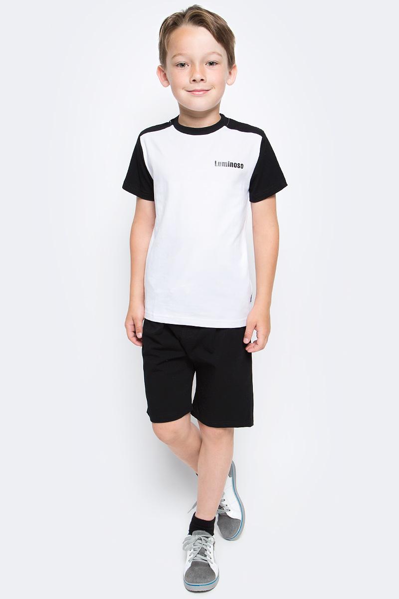 Футболка для мальчика Luminoso, цвет: белый, черный. 727084. Размер 122727084Базовая футболка для мальчика Luminoso выполнена из хлопка с добавлением эластана. Модель имеет короткие рукава и круглый вырез горловины. На груди футболка дополнена надписью с названием бренда.
