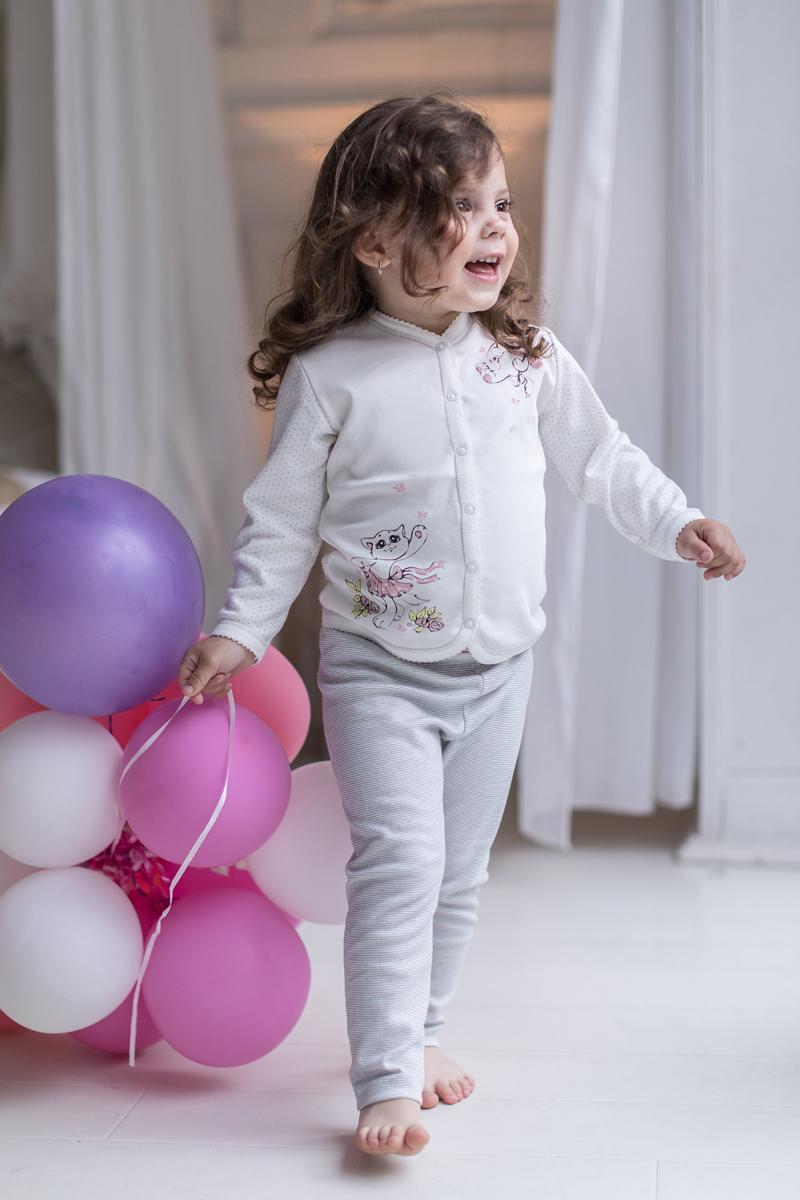 Кофта для девочки Мамуляндия Мультяшки-Девочки, цвет: молочный. 17-604. Размер 86